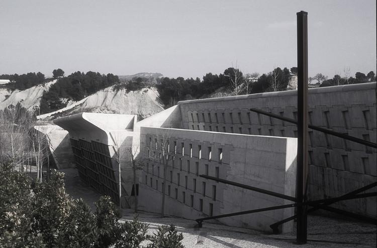 Clásicos de Arquitectura: Cementerio Igualada / Enric Miralles + Carme Pinos, © Flickr Frans Drewniak (CC BY-SA)