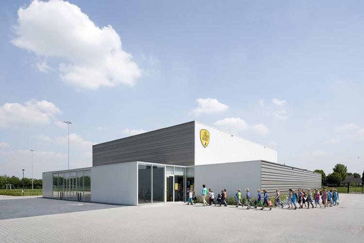 Polideportivo 'De Smeltkroes' Liessel / Slangen + Koenis Architects, © Marcel van der Burg