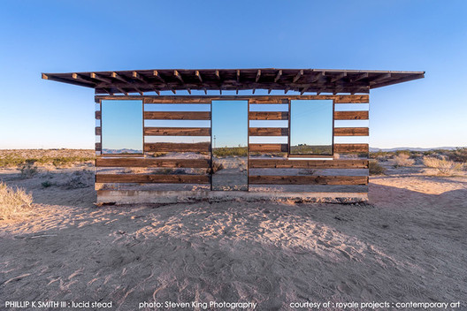 """Lucid Stead: A """"Disappearing"""" Cabin of Mirrors"""