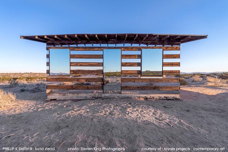 "Lucid Stead: uma cabine de espelhos ""invisível"", © Steven King"