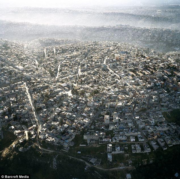 Sobrepoblación de concreto en el paisaje urbano de la Ciudad de México, © Pablo López Luz
