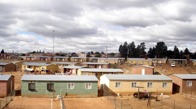 ¿Cuál será el legado de Mandela en términos de espacio?, RDP Viviendas en Soweto (RDP representa Programa de Reconstrucción y Desarrollo del gobierno). Imágen © Flickr CC User Ign11