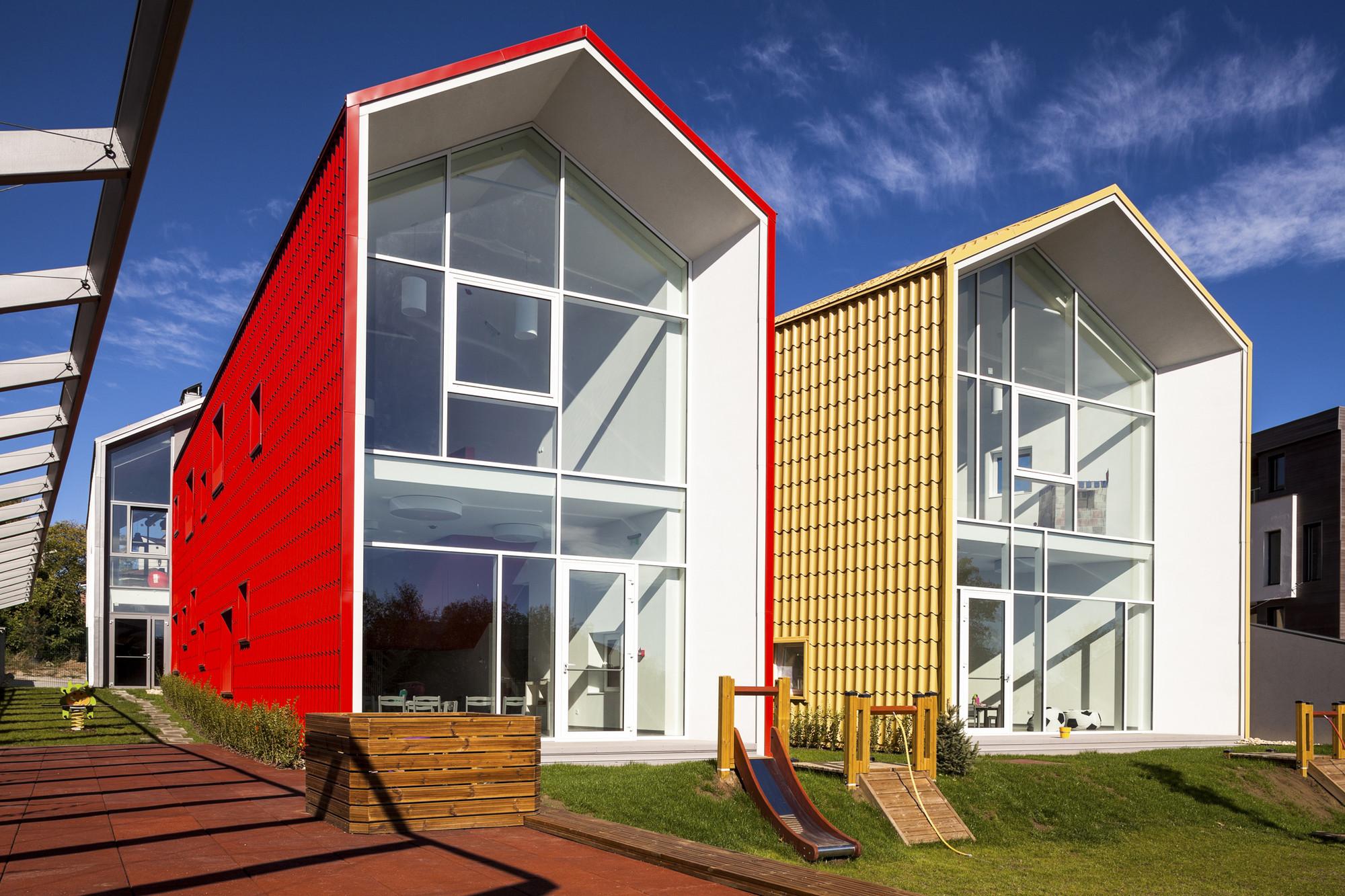 Kinder Garden: Kindergarten KITA / Conveyer
