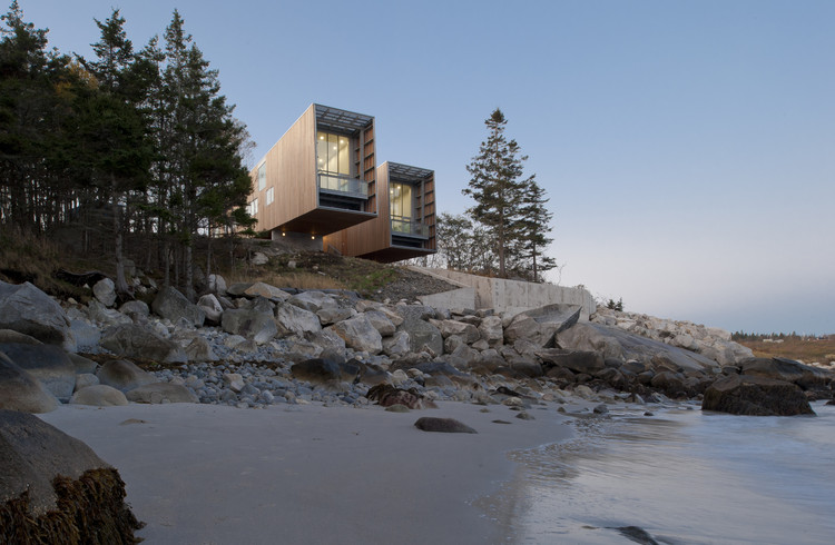 Two Hulls / Mackay-Lyons Sweetapple Architects, © Greg Richardson