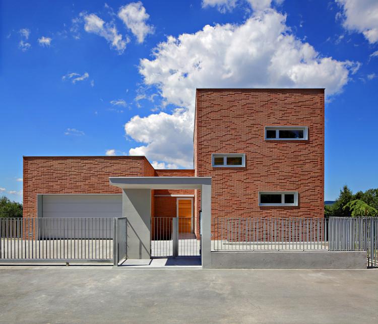 Casa en Serdarova Street / Dva Arhitekta, © Robert Les