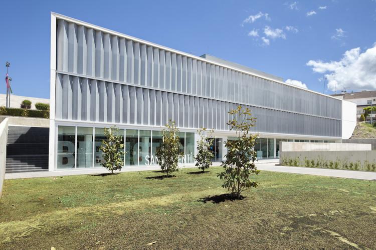 Biblioteca y Hotel de Entidades / Santamaría Arquitectes, © Francesc Rubi