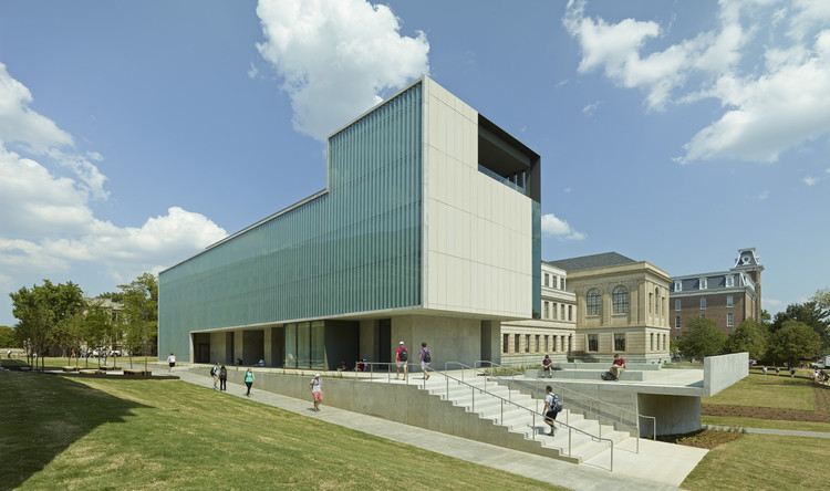 Vol Walker Hall & the Steven L Anderson Design Center / Marlon Blackwell Architect, © Timothy Hursley