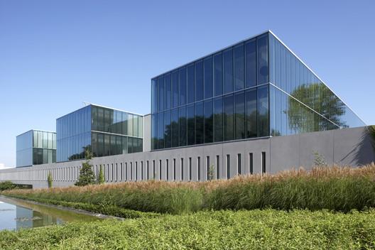 Telindus Haasrode / Binst Architects
