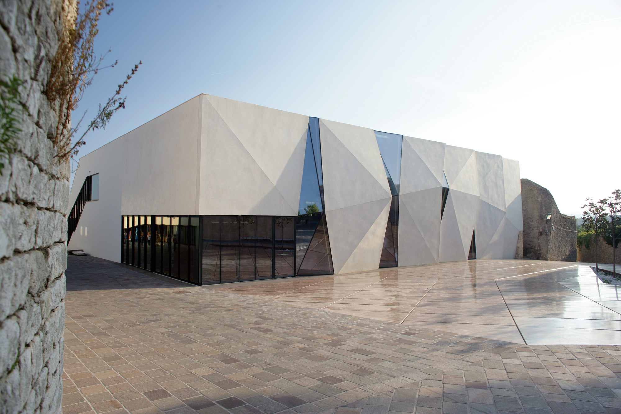 Sports Hall and Public Square in Krk / Turato Architects, © Domagoj Blažević