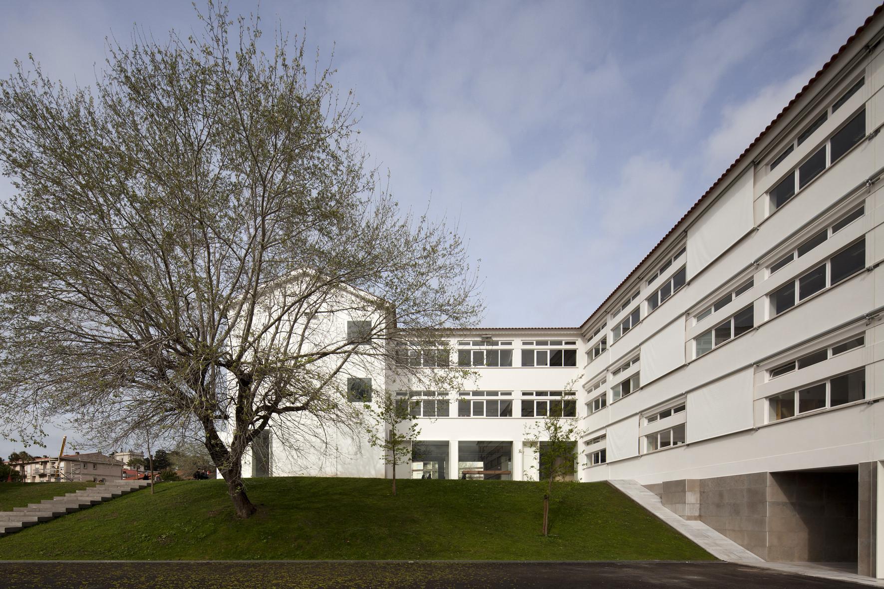 Joaquim Carvalho Secondary  School / Inês Lobo Arquitectos , © Leonardo Finotti