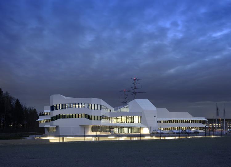 Centro de Control de Tráfico Aéreo / SADAR + VUGA, © Miran Kambic