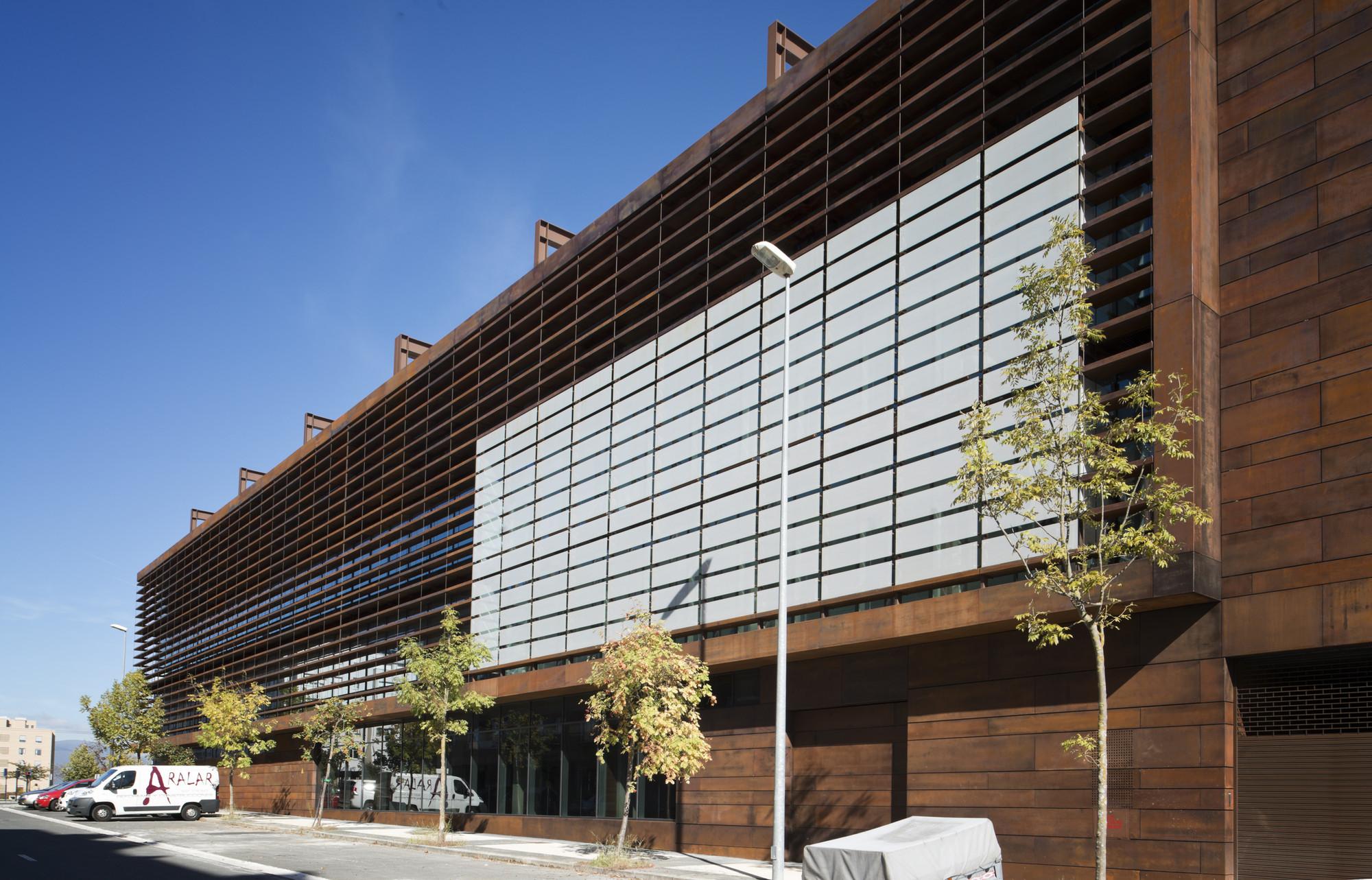Gallery of office building in vitoria lh14 arquitectos 2 - Arquitectos vitoria ...