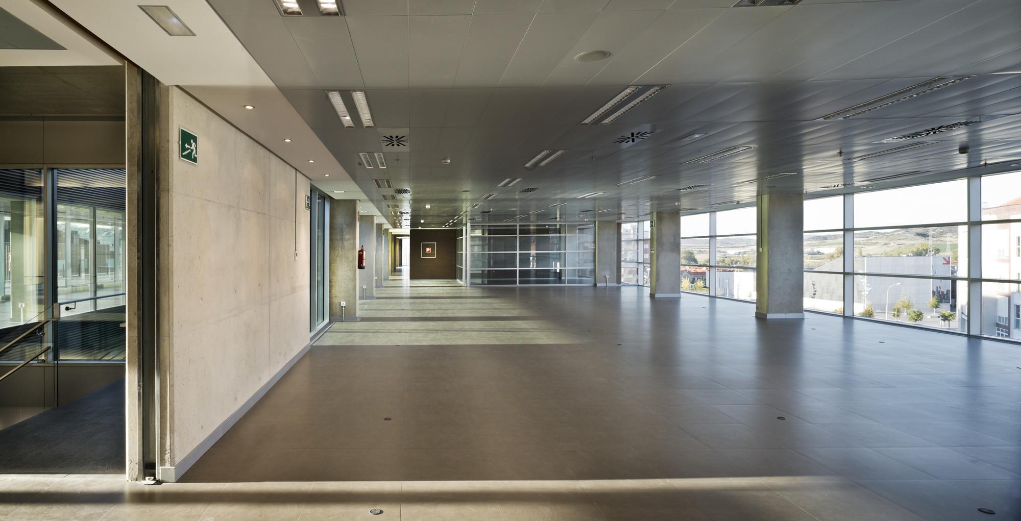 Galer a de edificio de oficinas en vitoria lh14 arquitectos 9 - Arquitectos en vitoria ...