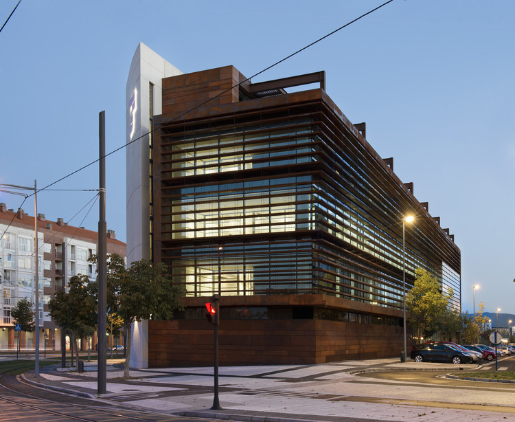 Edificio de oficinas en vitoria lh14 arquitectos for Arquitectura de oficinas