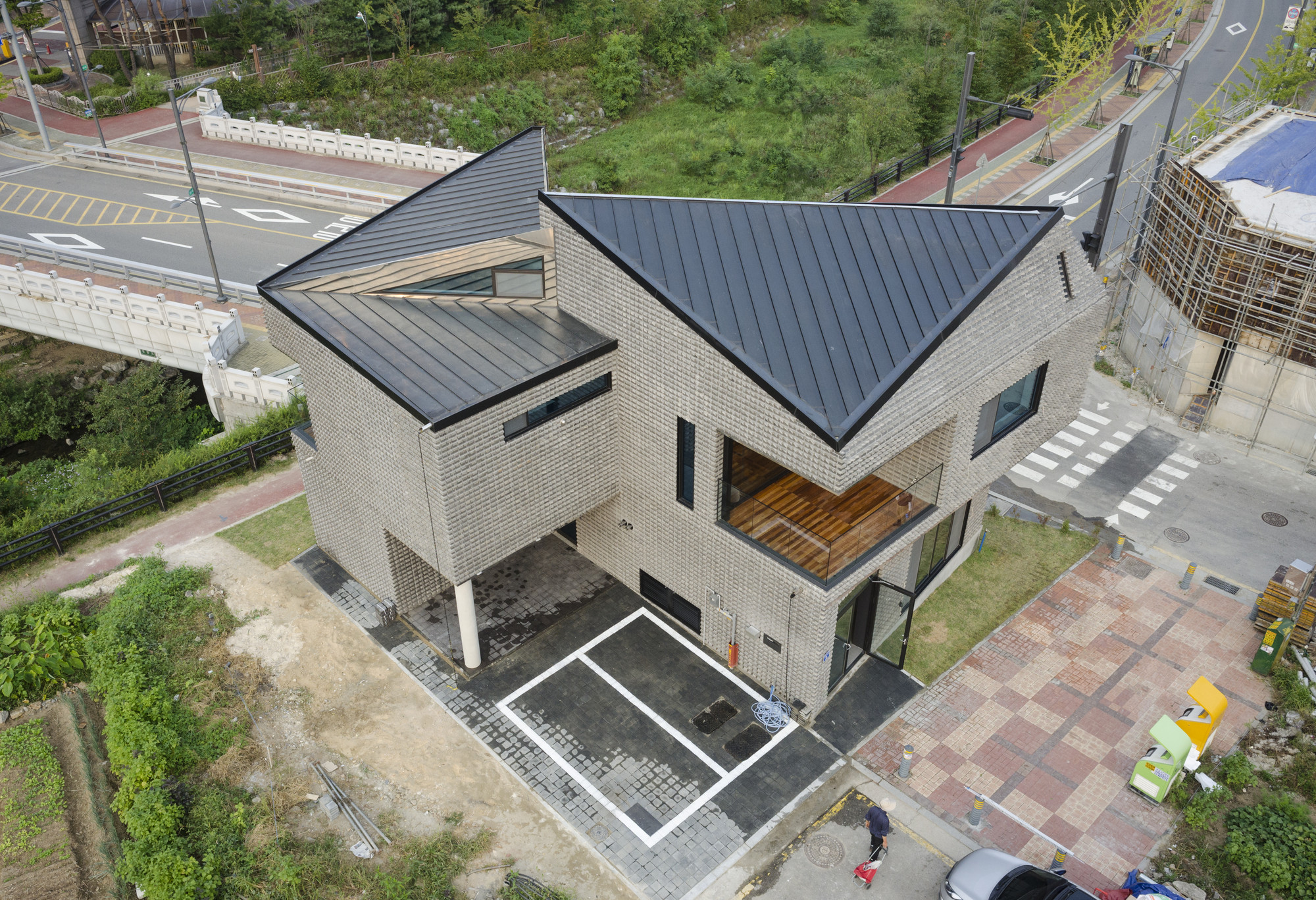 Gallery of scale ing house joho architecture 2 for Modern korean house architecture
