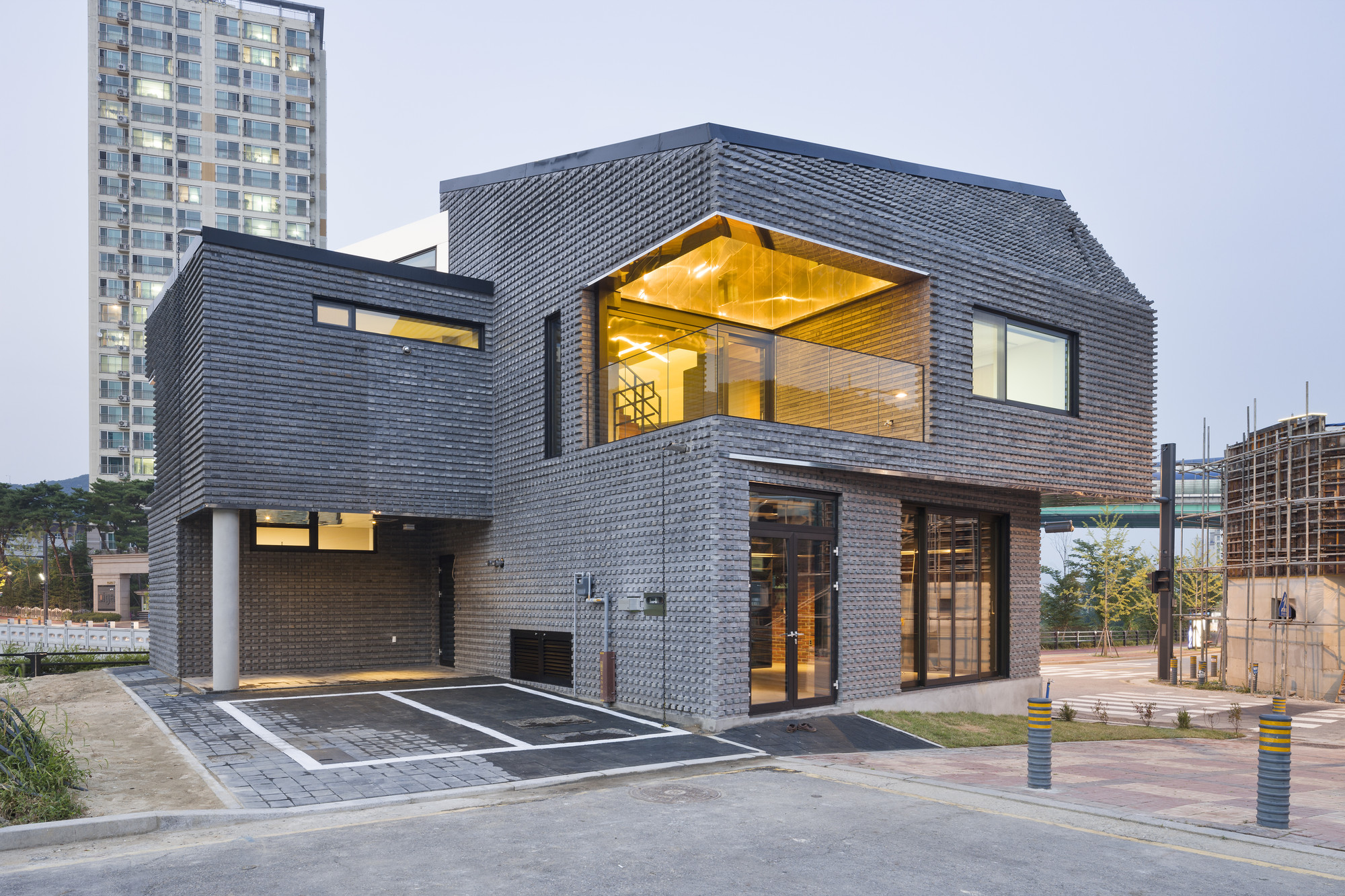 JOHO Architecture Office ArchDaily - Curving house joho architecture
