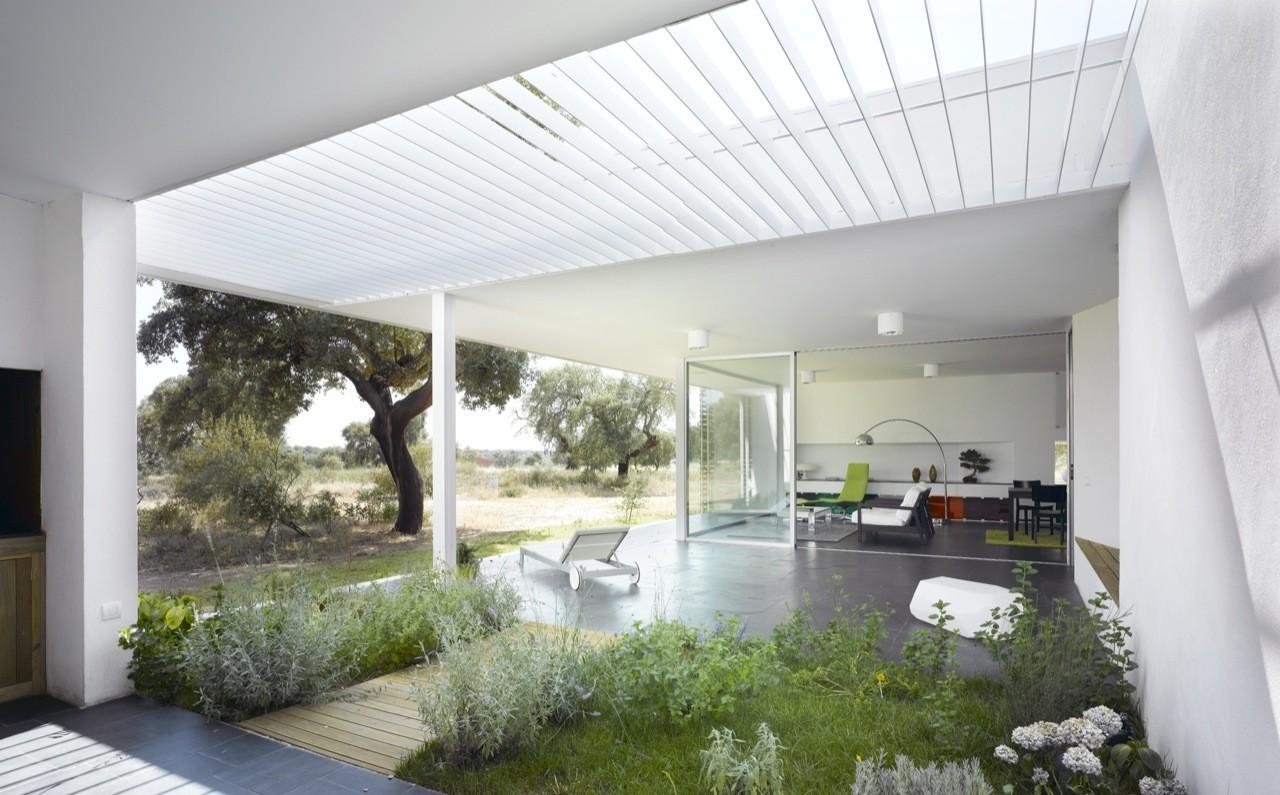 House Between Oak Trees  / Murado & Elvira Arquitectos, © David Frutos