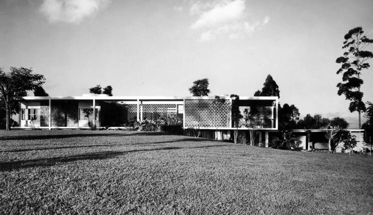 Clássicos da Arquitetura: Residência no Morumbi / Oswaldo Bratke, Via Segawa e Dourado, 1997. Image © Chico Albuquerque