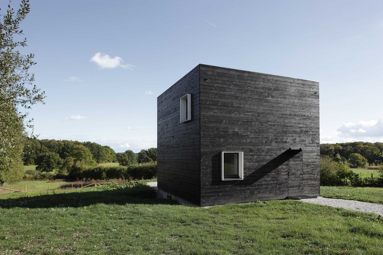 Casa na Normandia  / Beckmann-N'thepe Architectes, Cortesia de Beckmann-N'thepe Architectes
