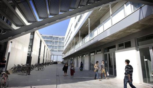 Un esfuerzo que no se traduce en buenos empleos: bajan las matrículas técnicas de Arquitectura en España , © Santiago Carregí