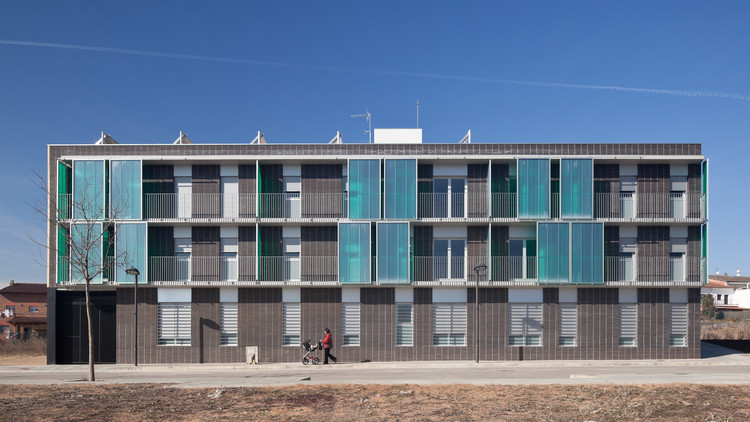 Edificio de 17 viviendas VPO / Màrius Quintana Creus, © Marc Torra