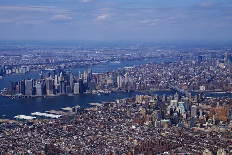 Poderia uma lei de linguística prever como as cidades crescerão?, New York - Twice the size of LA. Via Flickr CC User. Used under <a href='https://creativecommons.org/licenses/by-sa/2.0/'>Creative Commons</a>
