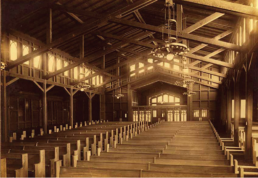 Interior da Igreja Presbiteriana de St. John em Berkeley, Califórnia. Imagem © Mark Anthony Wilson