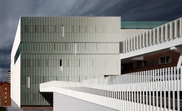 Edificio de Servicios Generales del Hospital de Cruces / ACXT, © Aitor Ortiz