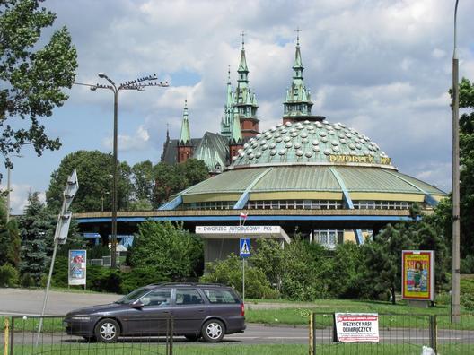 Estación de buses de Kielce. Image © Tanio Cebula