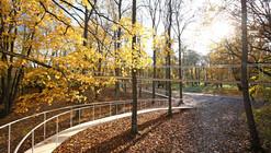"""""""Um caminho na floresta"""", por Tetsuo Kondo Arquitectos"""