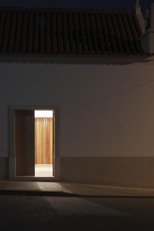 galeria de capela bruno dias arquitectura 8. Black Bedroom Furniture Sets. Home Design Ideas