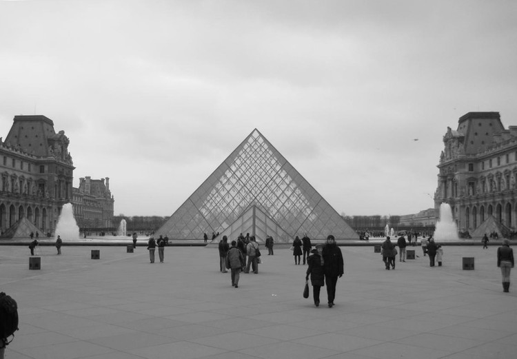 AD Classics: Le Grande Louvre / I.M. Pei, © Flickr user: Rory Hyde (CC BY-NC-SA)