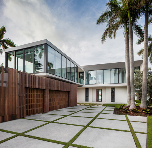 Grand Villa By Wood Mode: Fendi Residence / RGlobe