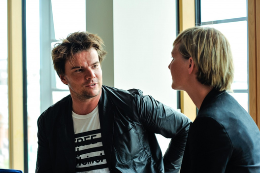Bjarke Ingels, Sócio Fundador no BIG e Ida Auken, o Ministro do Ambiente dinamarquês, ambos vêem um grande potencial em um projeto ter a sustentabilidade como item desejável. Imagem © Lan Nguyen