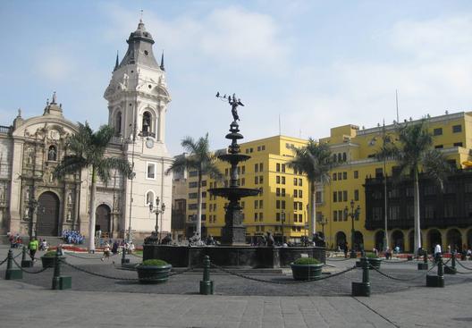 1385133682_miradas_sobre_lima_2_plaza_de_armas