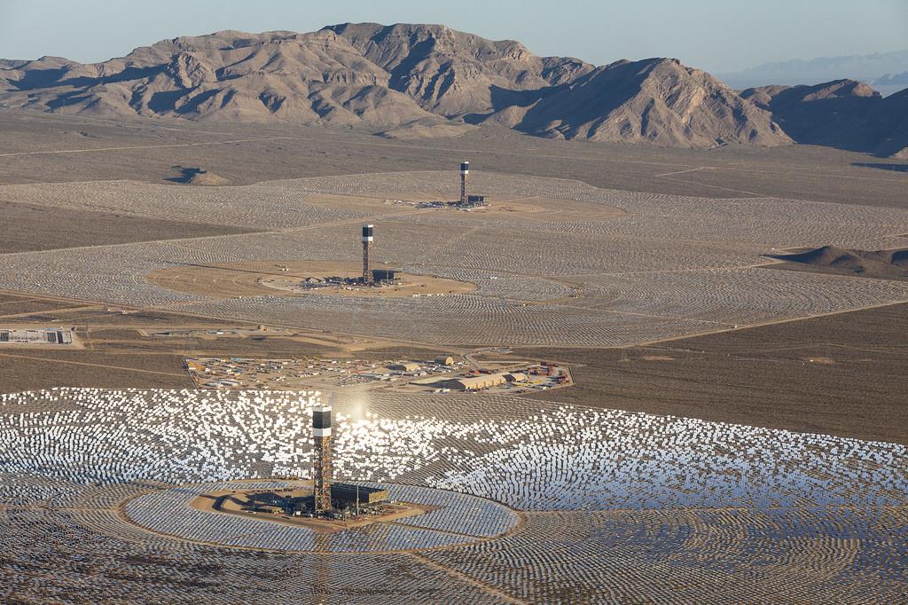Ivanpah Solar Power Facility: una impresionante Granja Solar en medio del Desierto, © BrightSource Energy