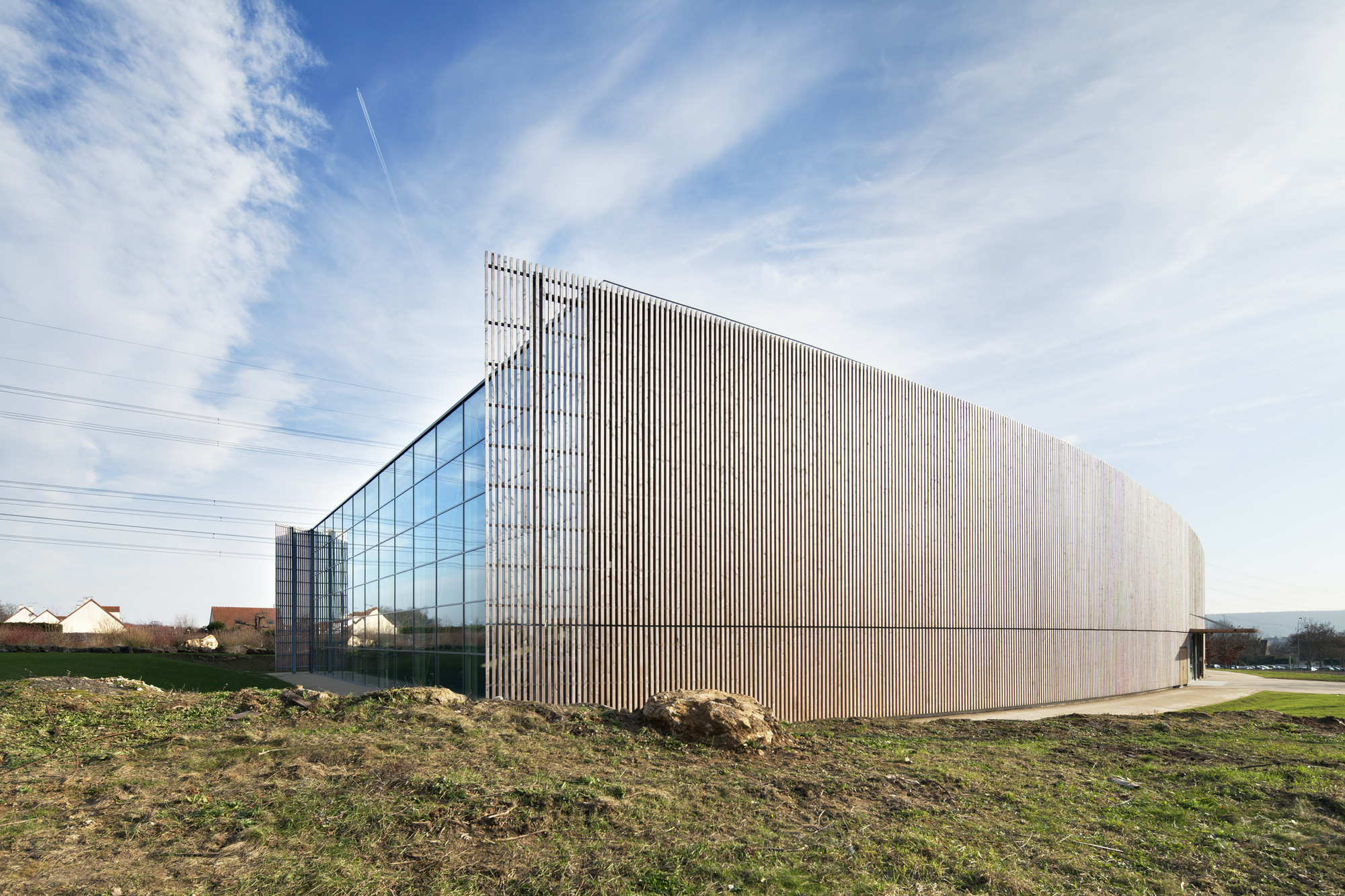 Lardy Sports Hall / Explorations Architecture, © Michel Denancé
