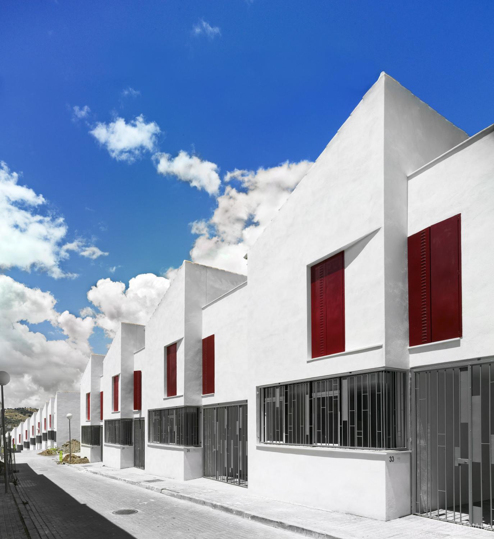 18 Social Houses in Iznajar / Gabriel Verd Arquitectos, © Jesús Granada