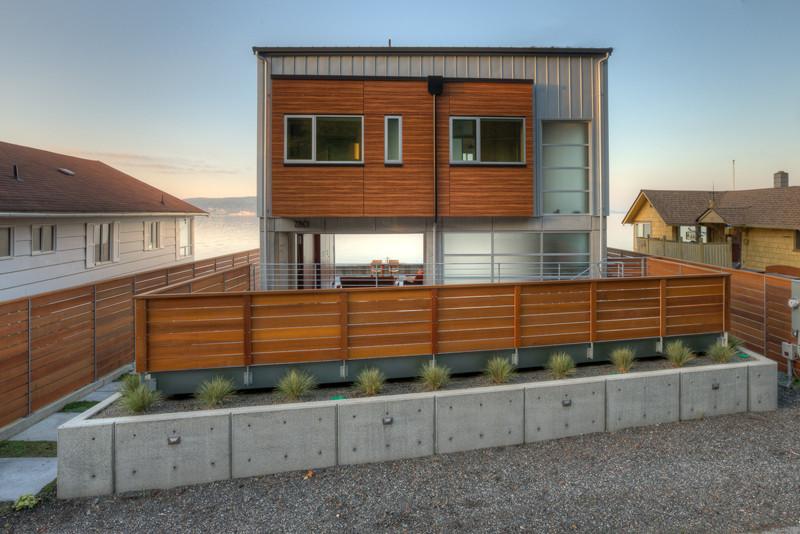 Tsunami house lucas henning