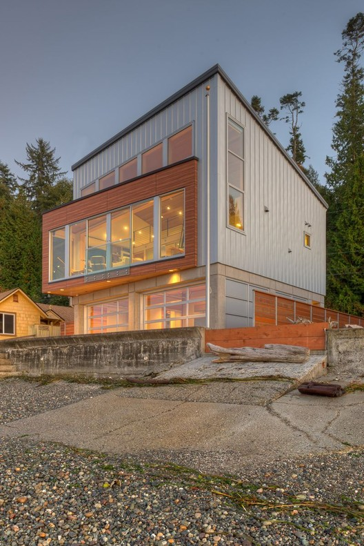 Tsunami House / Designs Northwest Architect, © Lucas Henning
