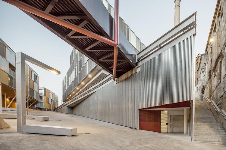 Edificio Plurifamiliar / Lola Domenech + Antonio Montes, © Adrià Goula