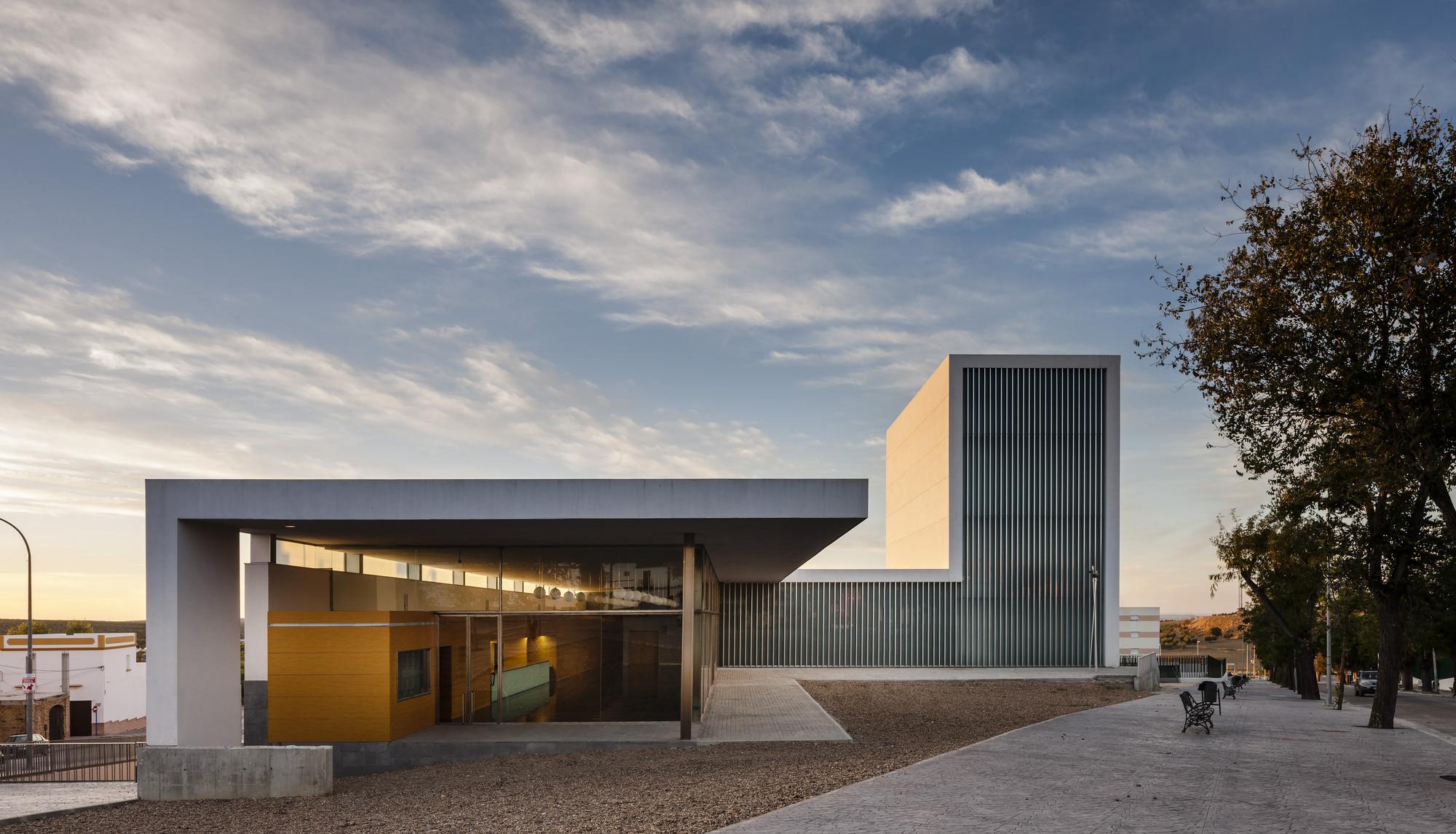 Gallery of municipal theater at arahal javier terrados for Estudio de arquitectura