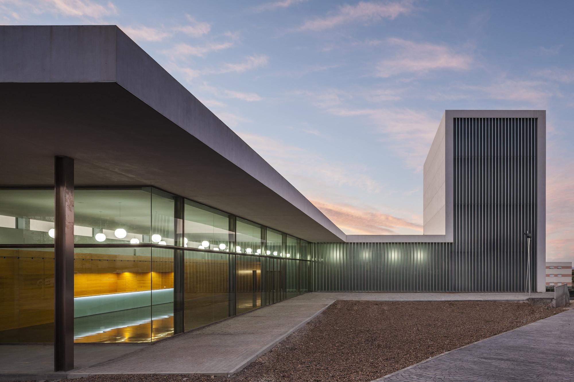 Municipal theater at arahal javier terrados estudio de - Estudios de arquitectura sevilla ...
