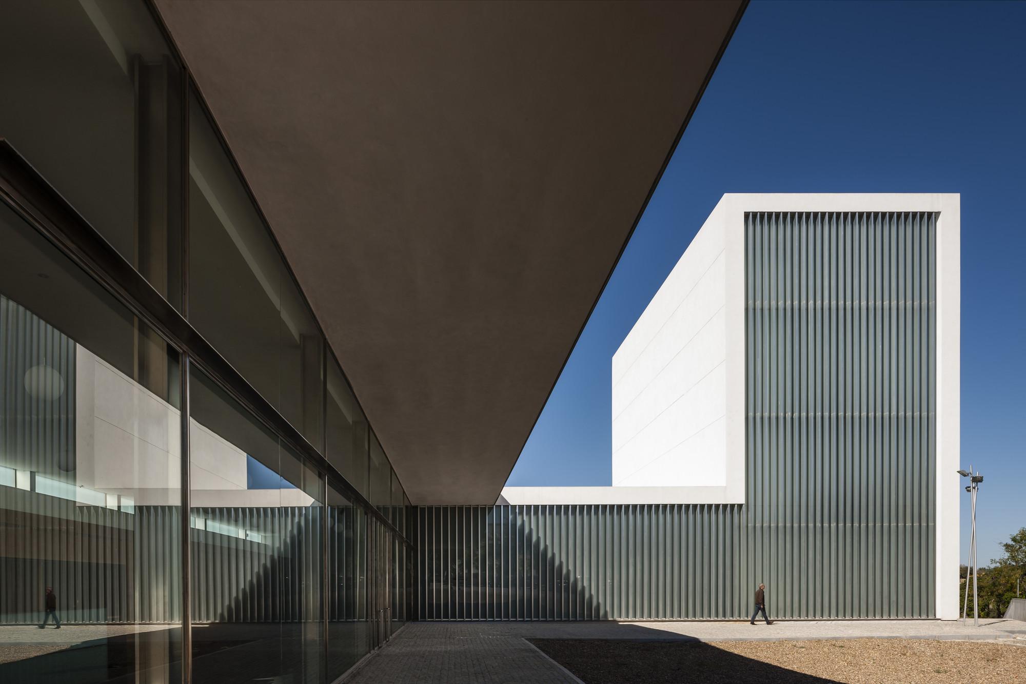 Galeria de teatro municipal em arahal javier terrados for Arq estudio de arquitectura