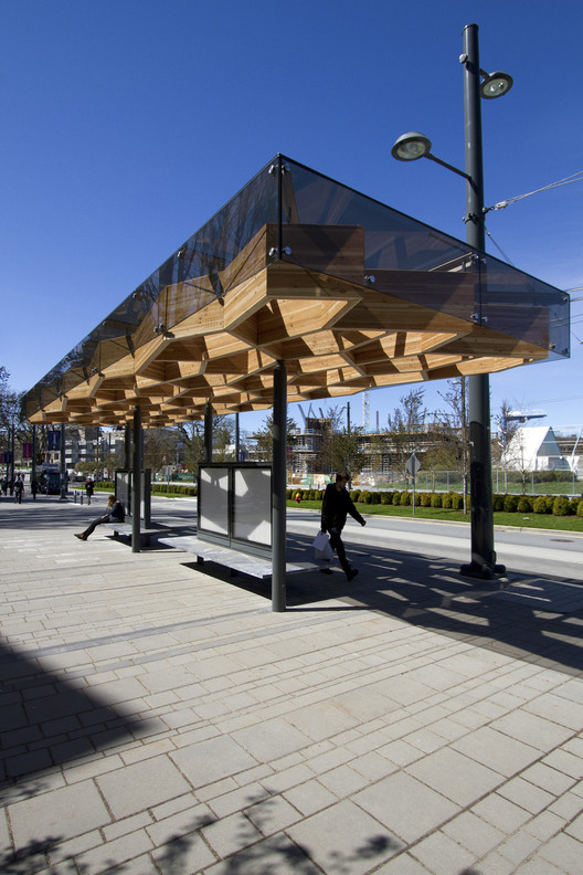 University Boulevard Transit Shelters / PUBLIC Architecture + Communication  , © Krista Jahnke