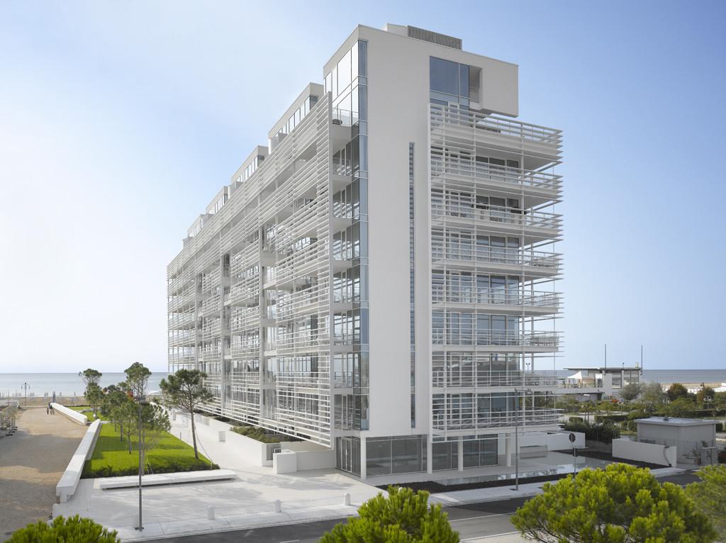 Current Work: Richard Meier, Richard Meier & Partners–Jesolo Lido Condominium, Jesolo, Italy | Photo: Roland Halbe