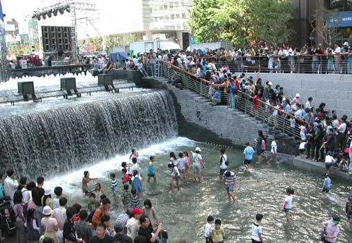 Rio Cheonggyecheon, Seul.. Imageblogcdn.com