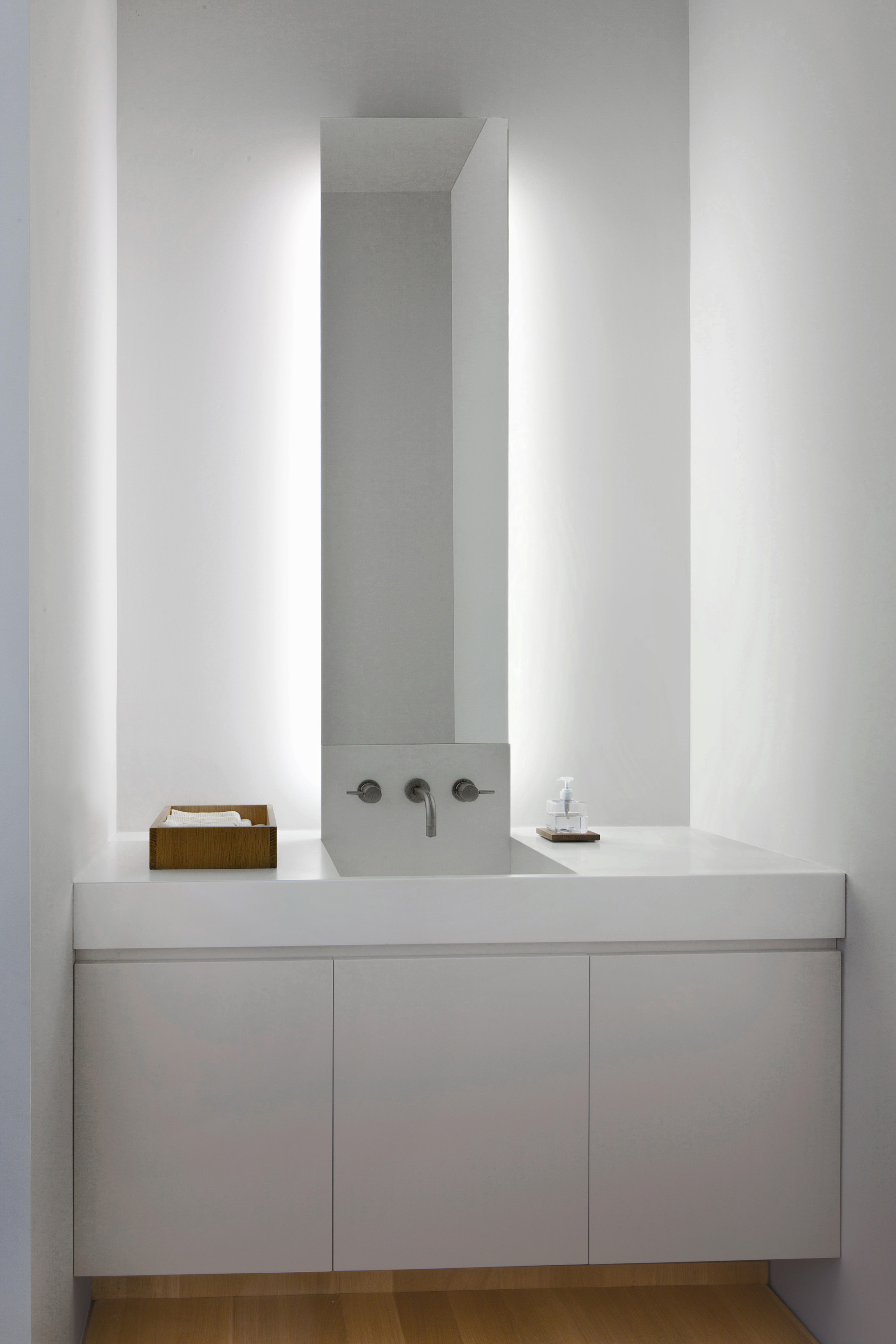 Gallery of fairview townhouse bucchieri architects 8 for Indirecte verlichting toilet