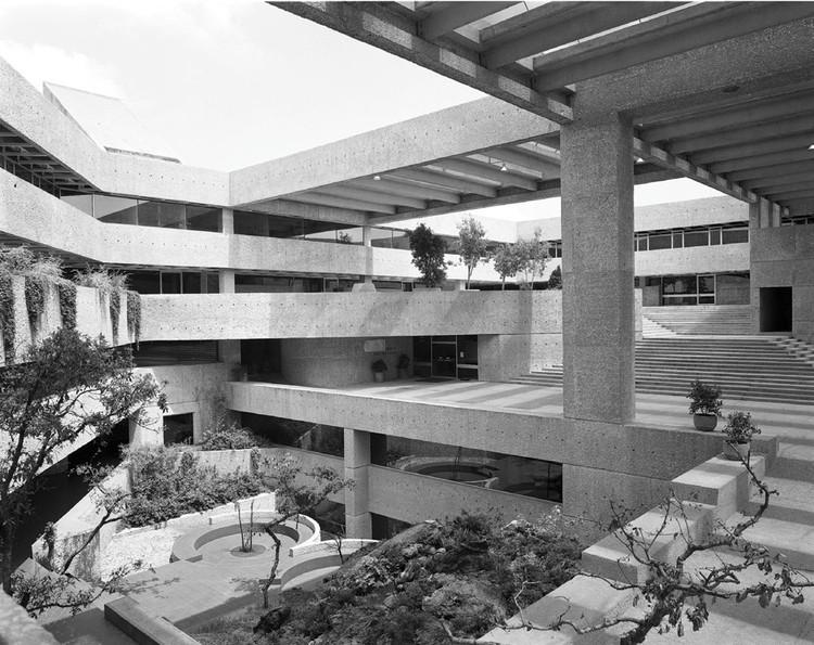 Clásico de Arquitectura: El Colegio de México / Abraham Zabludovksy y Teodoro González de León, Cortesía Revista Código