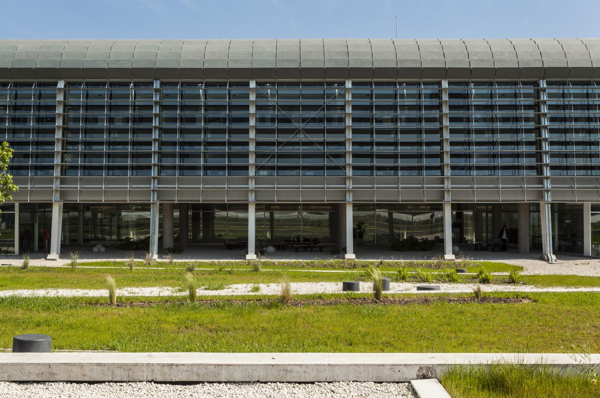 Tetra Pak Headquarters / Berdichevsky Cherny Arquitectos + AtelierB Arquitectos, © Federico Kulekdjian